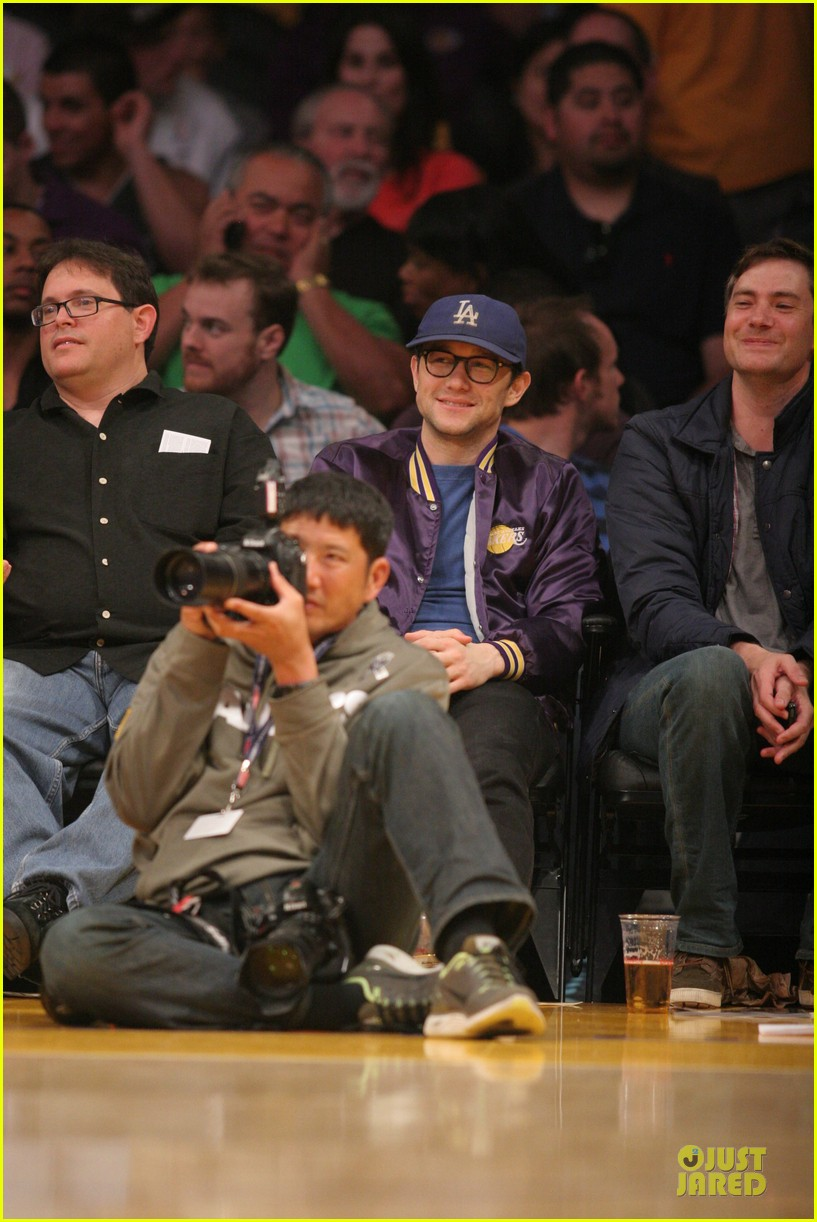 joseph gordon levitt handsome lakers cheerleader 013082506