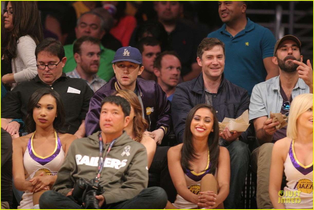 joseph gordon levitt handsome lakers cheerleader 04
