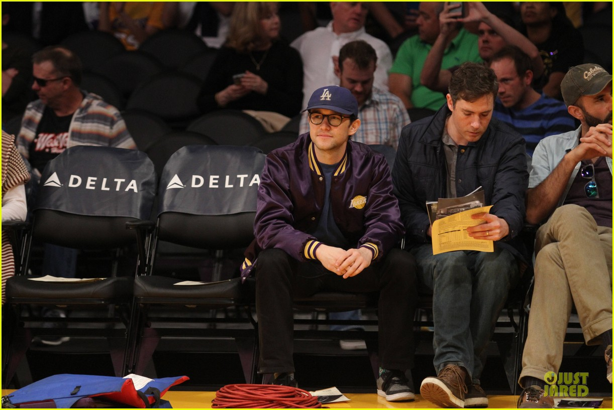 joseph gordon levitt handsome lakers cheerleader 10