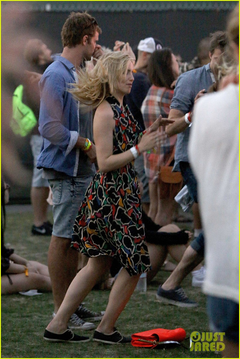 joe jonas dianna agron desert pool party pals coachella 21