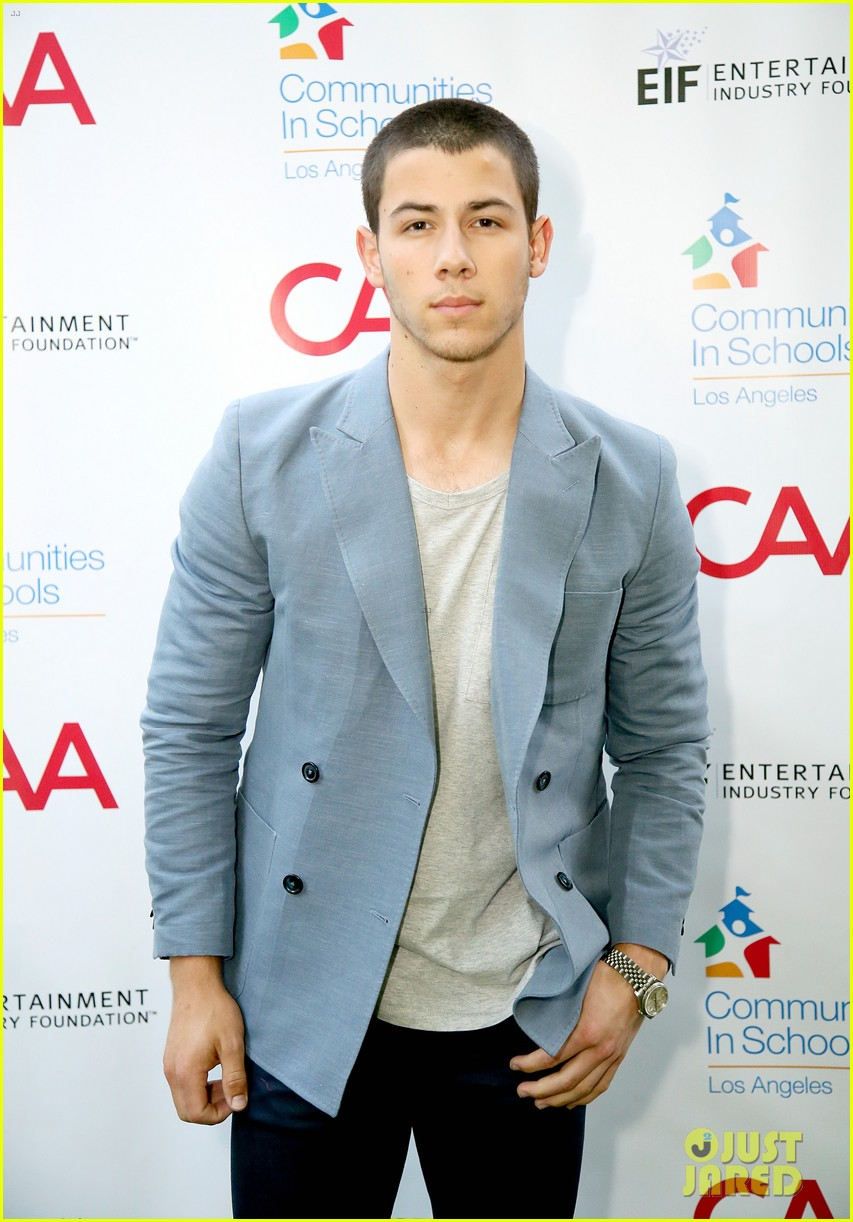 nick jonas shows his support for communities in schools of los angeles 11