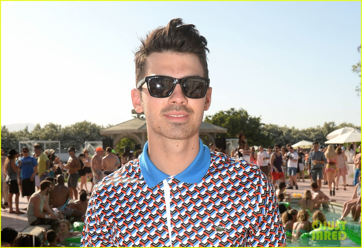 joe jonas gets eaten by crocodile at coachella well sort of 02