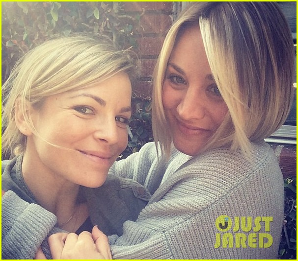 kaley cuoco chops hair even shorter debuts bob hairdo 013098107