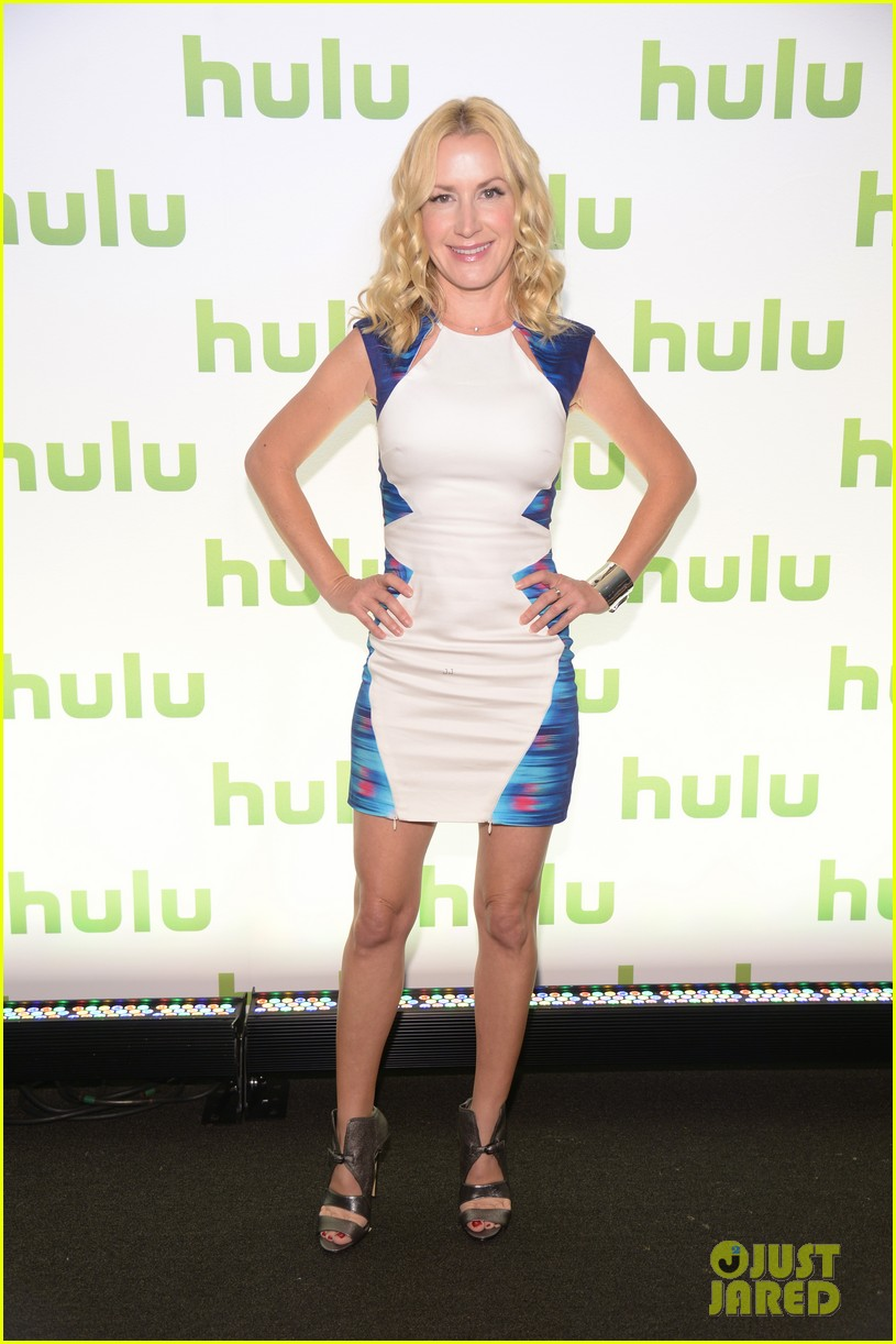 mindy kaling gillian jacobs hulu upfronts 09
