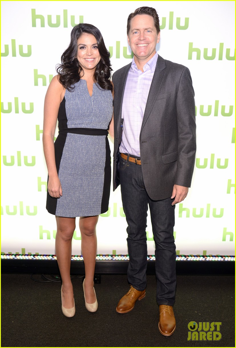 mindy kaling gillian jacobs hulu upfronts 103102450