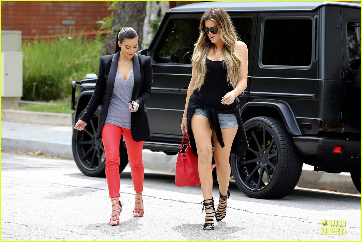 kim kardashian likes to tell sis khloe to drink it up 133099370