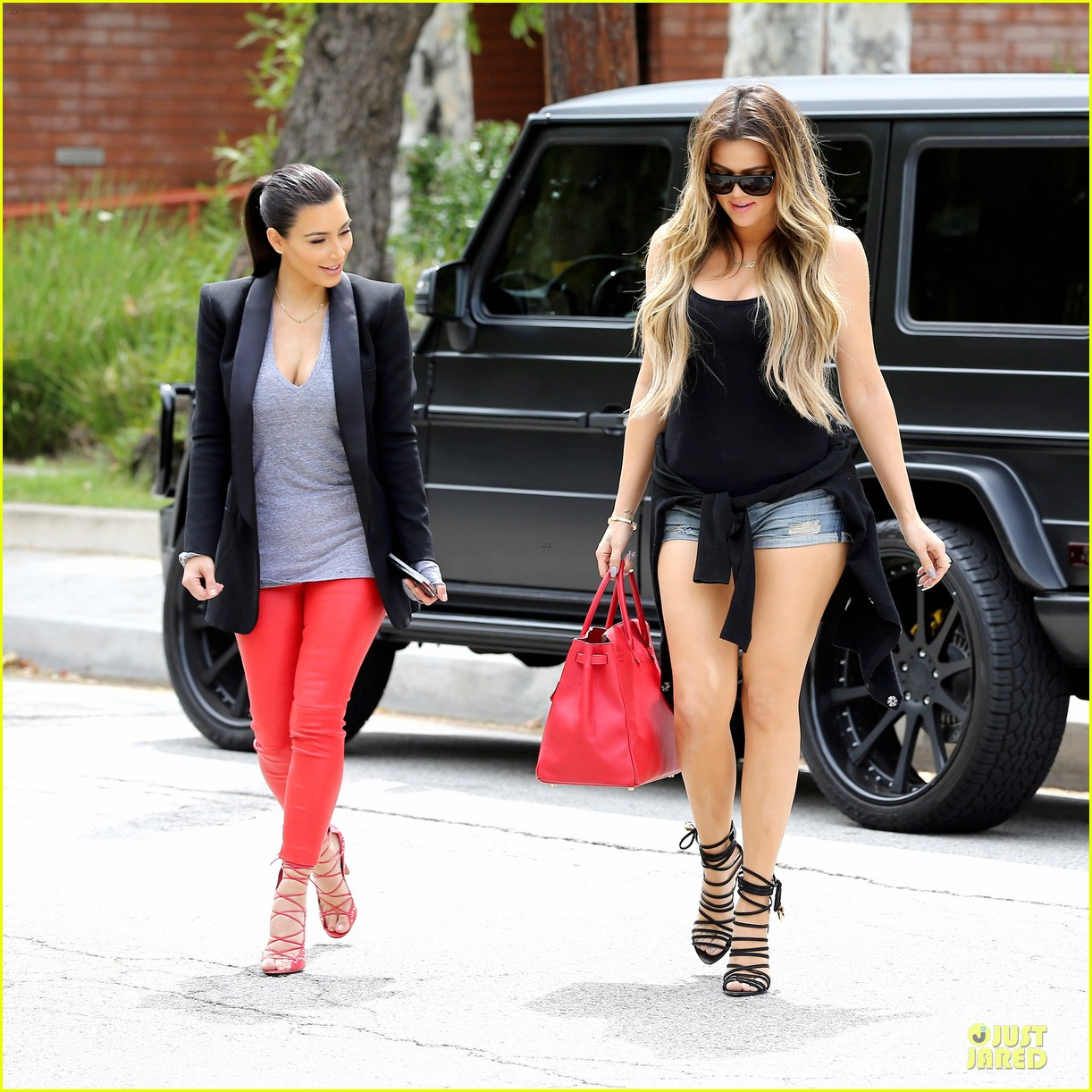 kim kardashian likes to tell sis khloe to drink it up 153099372
