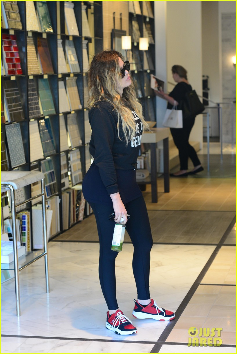 khloe kardashian endorses the messy bun hairstyle 13