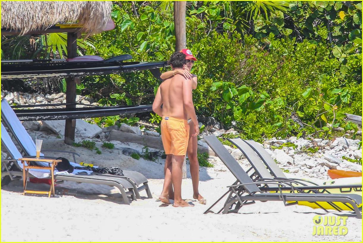 heidi klum goes topless at beach vito schnabel 13