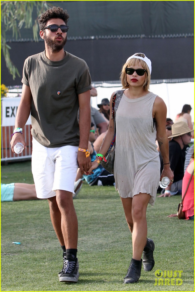 zoe kravitz holds hands with mystery man coachella 06