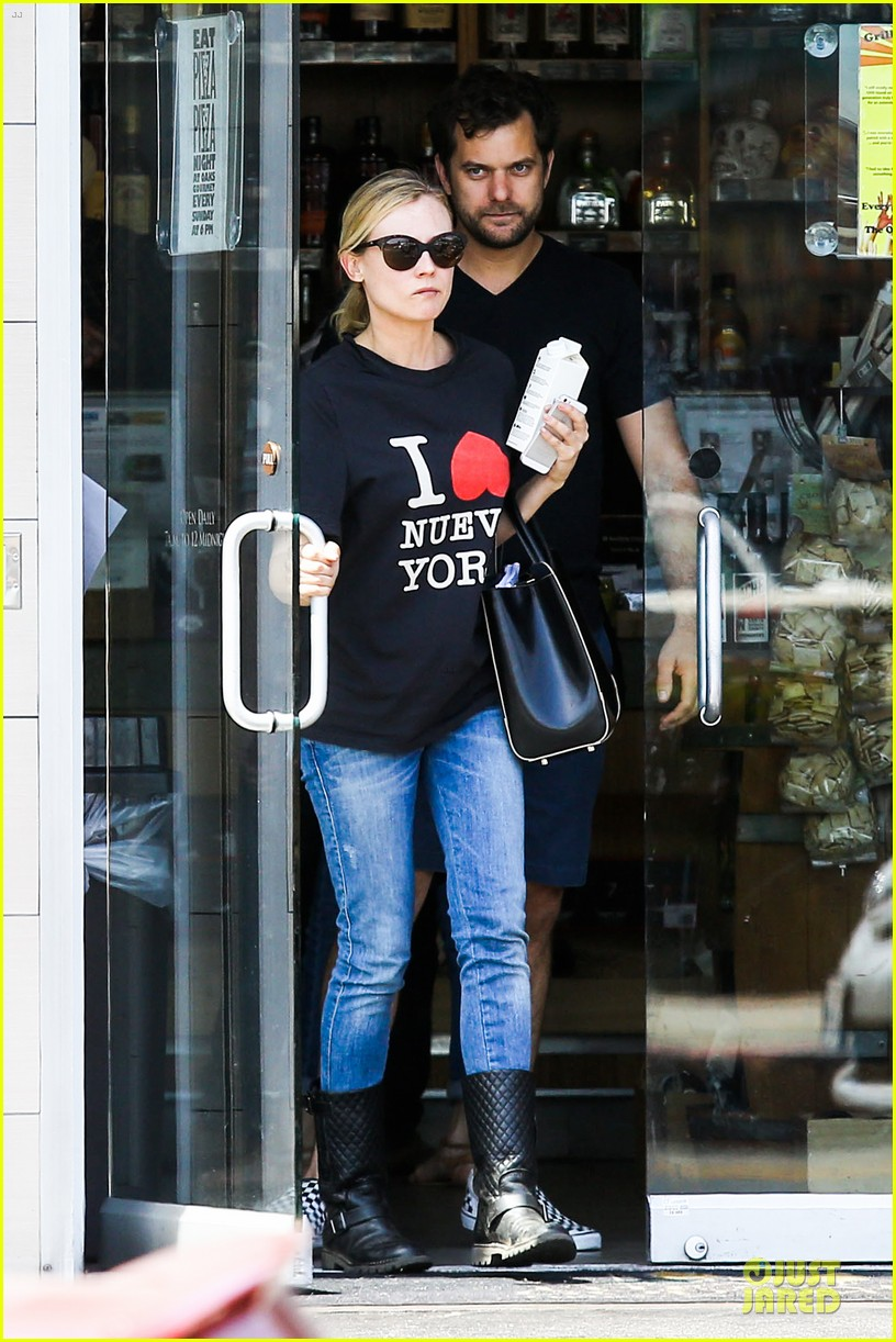 diane kruger wears loose t shirt with joshua jackson 073087127