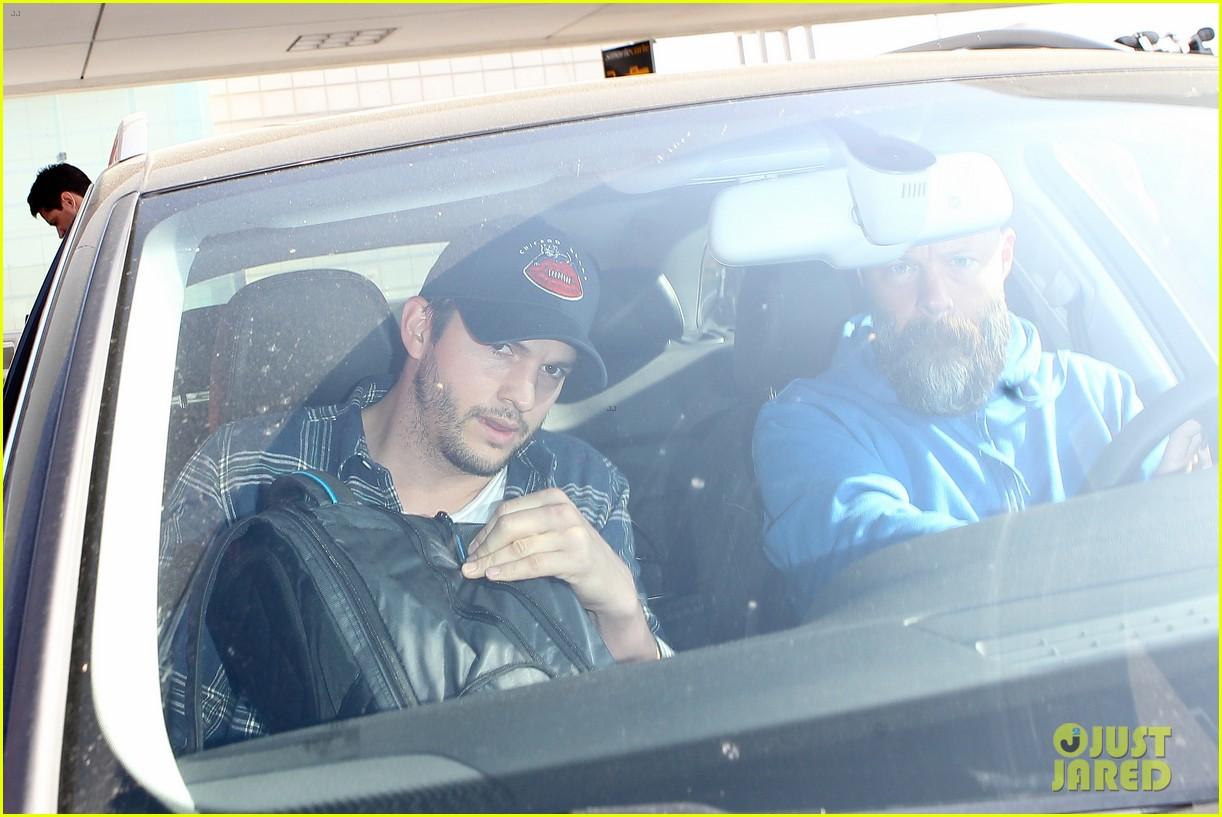 pregnant mila kunis ashton kutcher arrive home for easter 09
