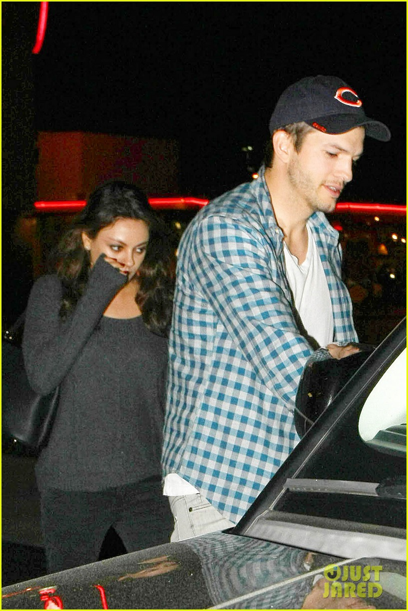 ashton kutcher flies home to pregnant fiancee mila kunis 253090718