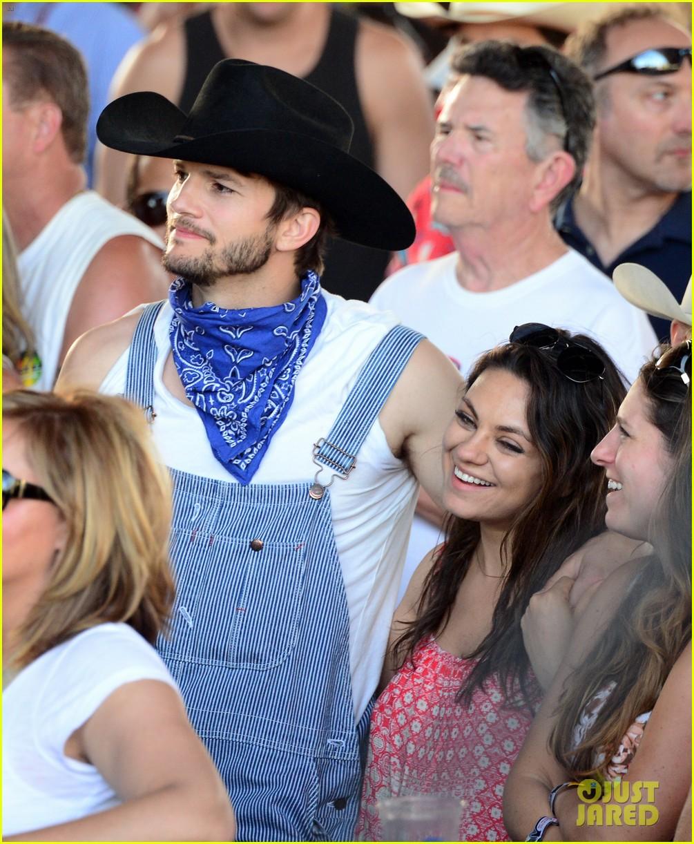 ashton kutcher hillbilly stagecoach festival pregnant mila kunis 023099929