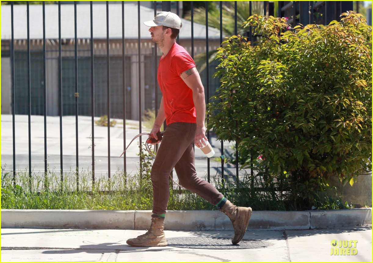 shia labeouf work out with jump rope exercises 12