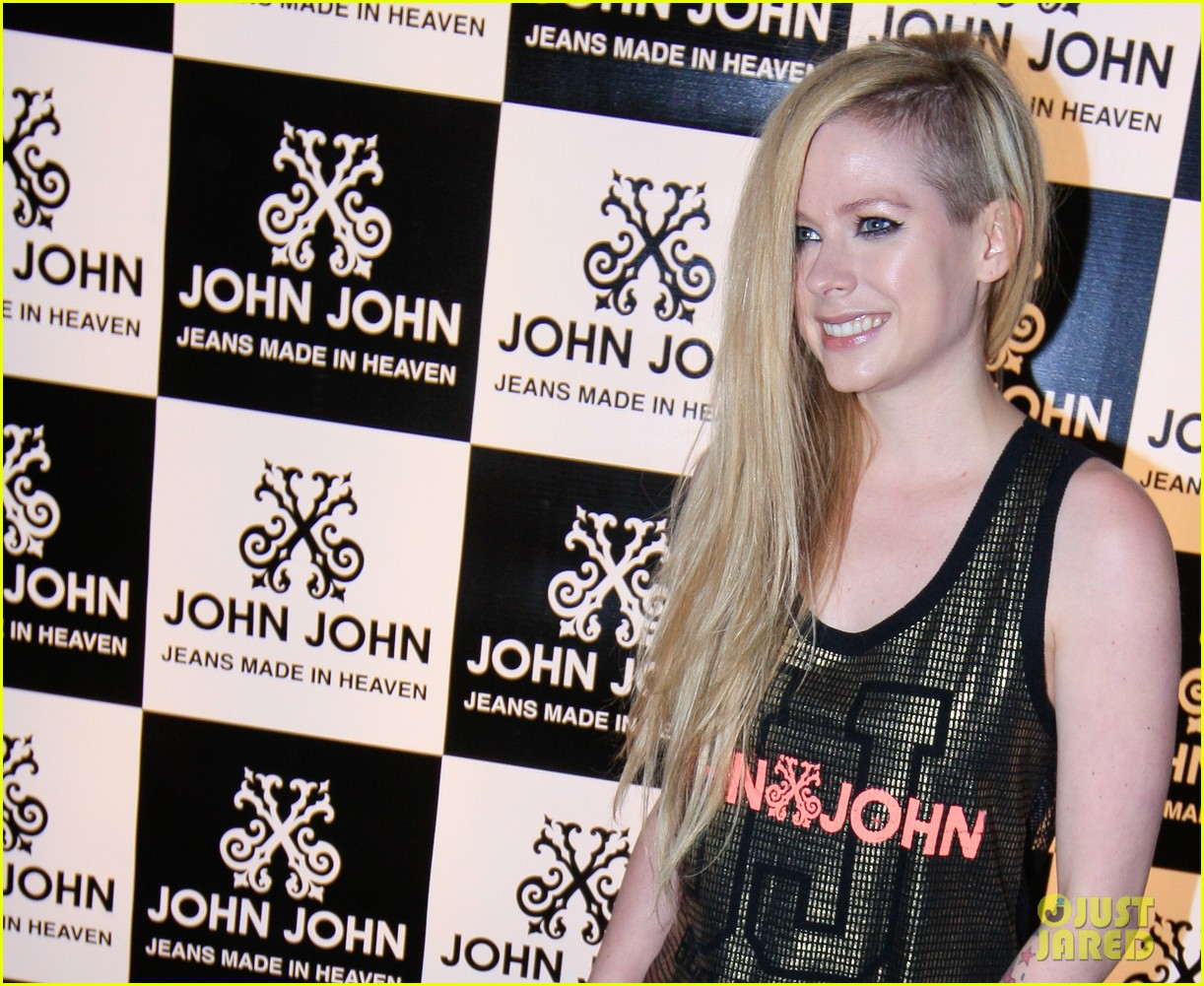 avril lavigne attends event in rio after music video controversy 123101951