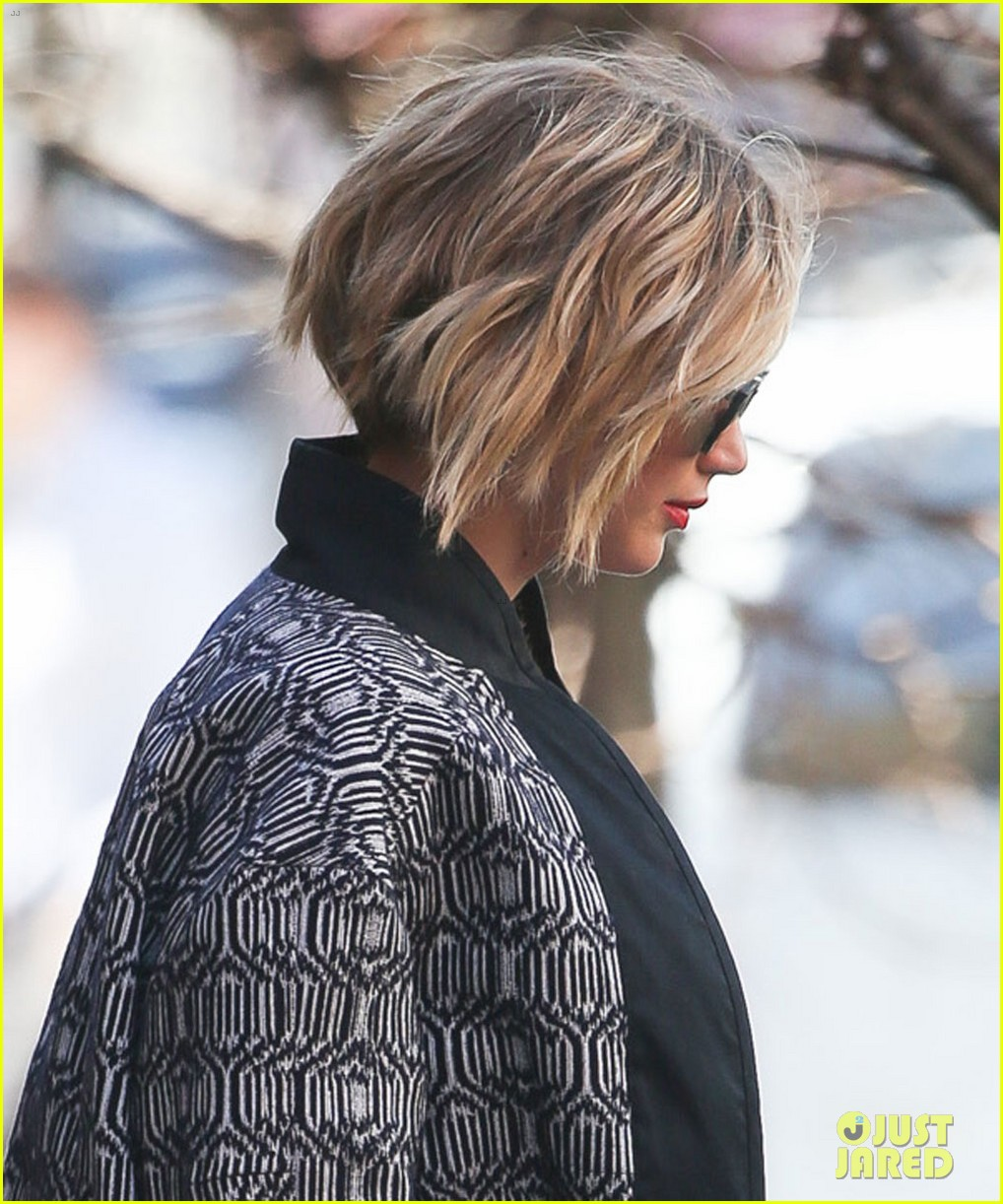 jennifer lawrence pixie cut becoming short bob 023096289