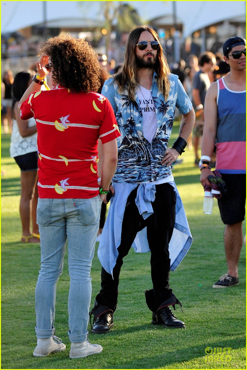 jared leto hawaiian shirt at coachella 05