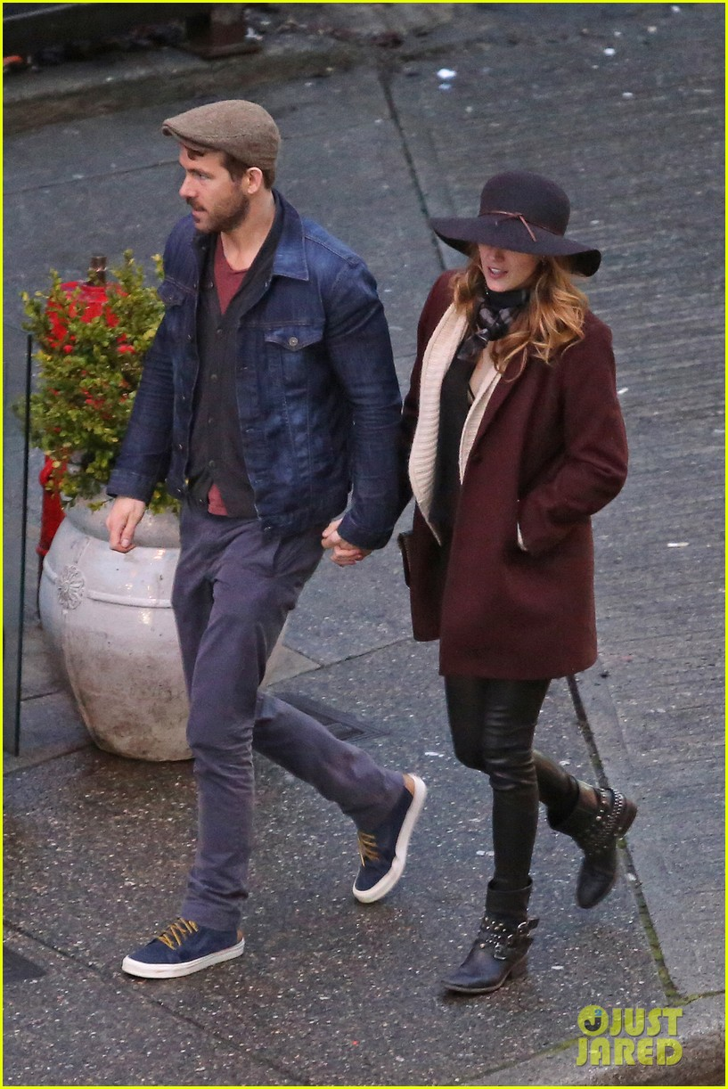 blake lively ryan reynolds hold hands most adorable couple 06
