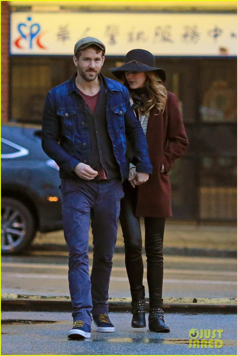 blake lively ryan reynolds hold hands most adorable couple 09