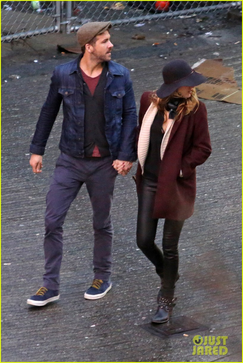 blake lively ryan reynolds hold hands most adorable couple 113086051