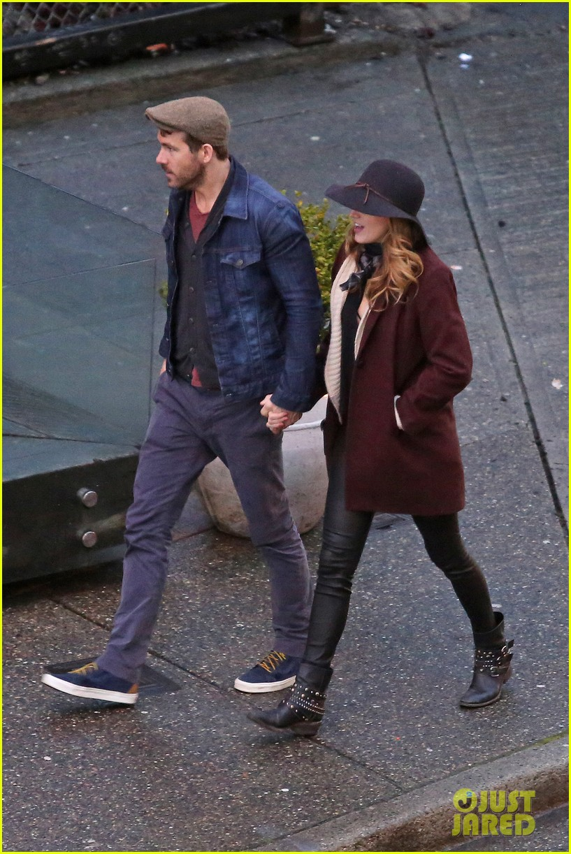 blake lively ryan reynolds hold hands most adorable couple 15