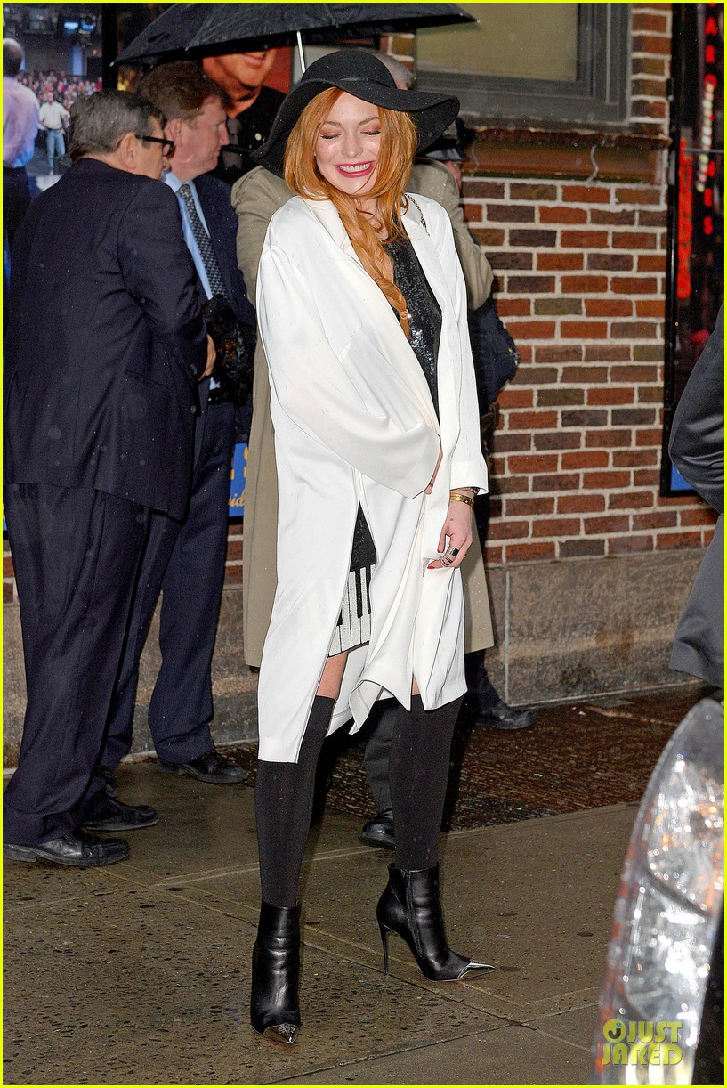 lindsay lohan brings music letterman 21
