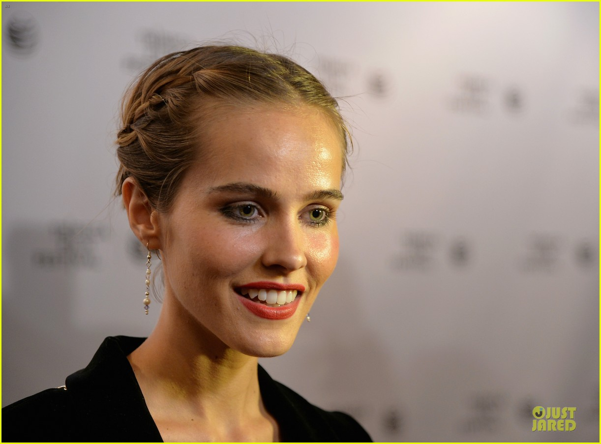 isabel lucas jim sturgess bring electric slide to tribeca 08