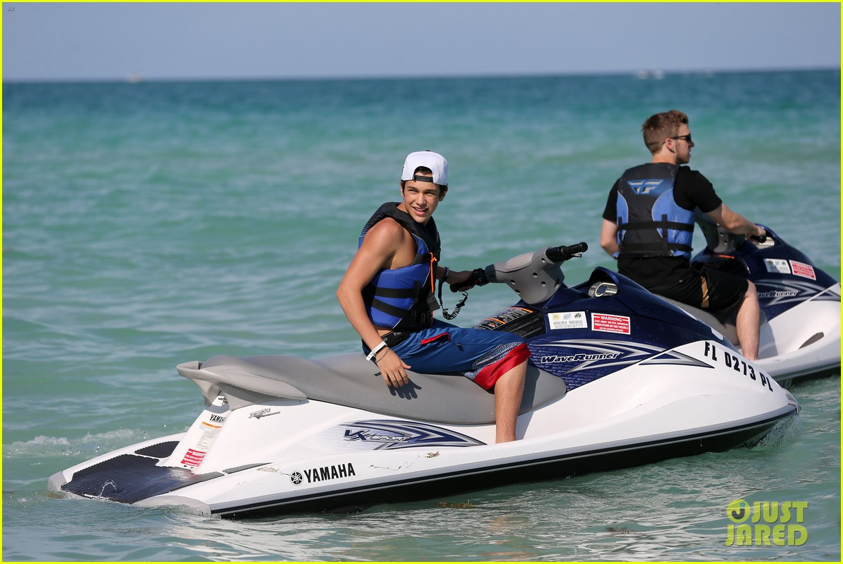 austin mahone shirtless beachside selfies with fans 293085303