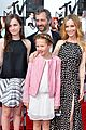 leslie mann brings the whole family to the mtv movie awards 2014 10