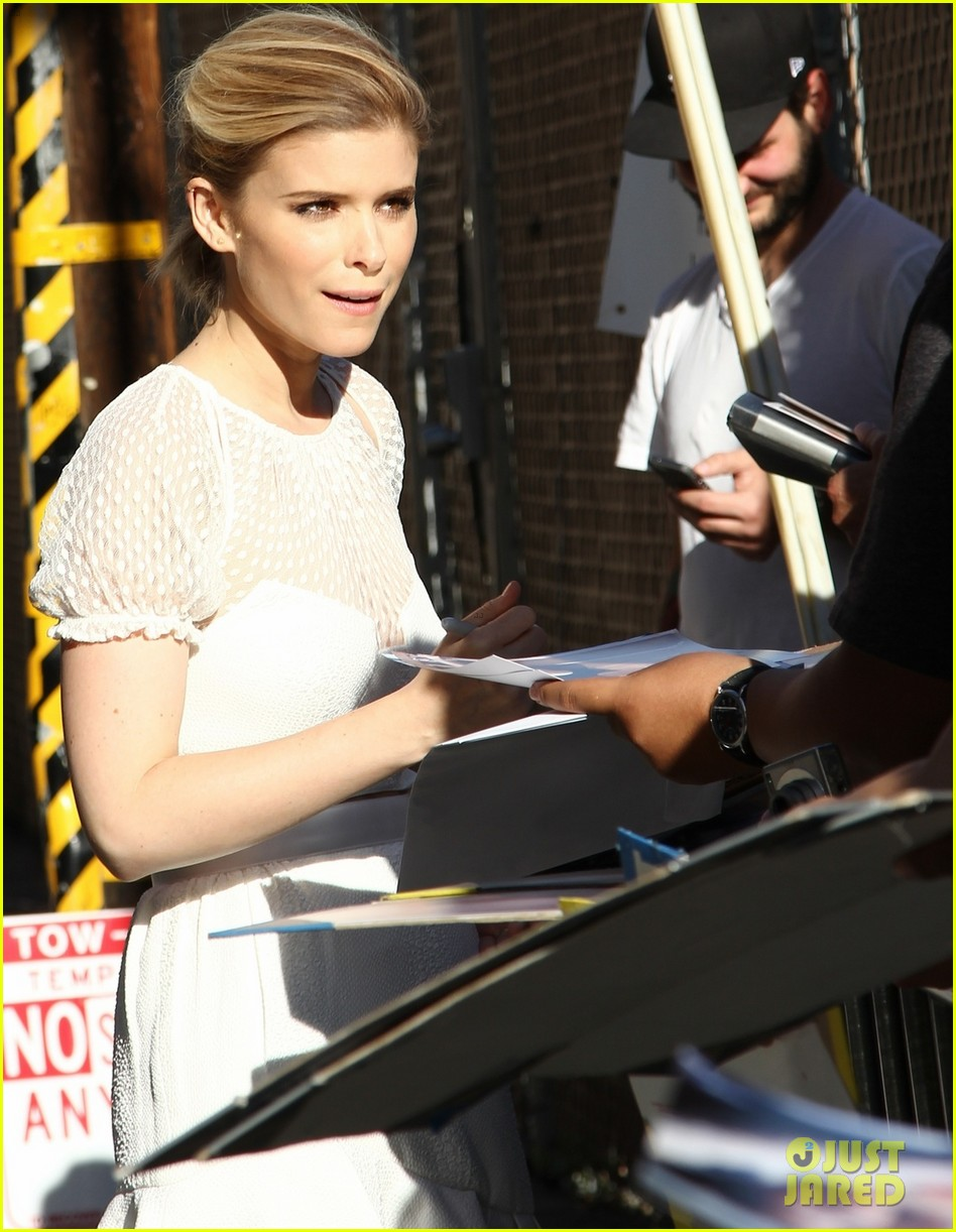 kate mara plays name that famous celebrity with tracy morgan 02