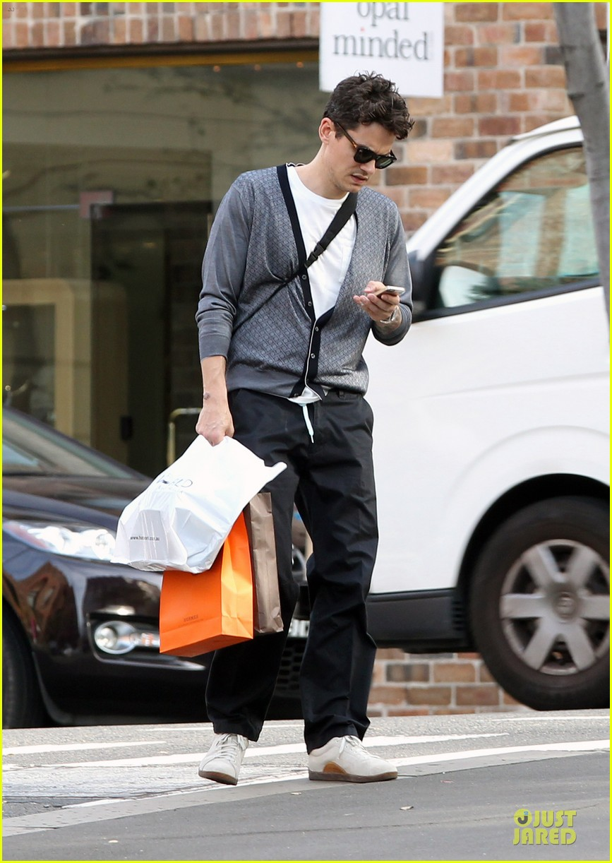 john mayer multitasking shopper in australia 083099632