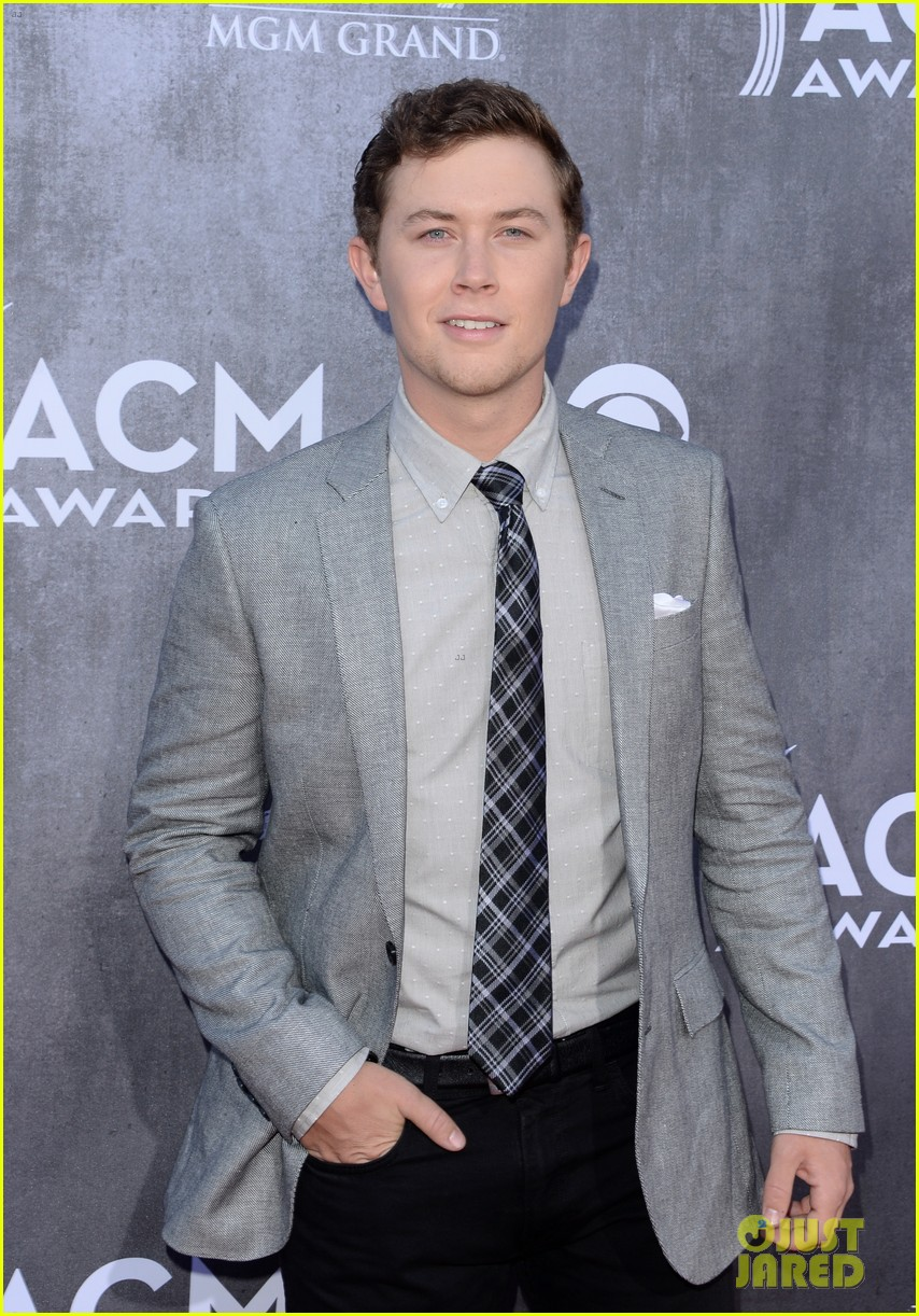 scotty mccreery acm awards 2014 red carpet 01