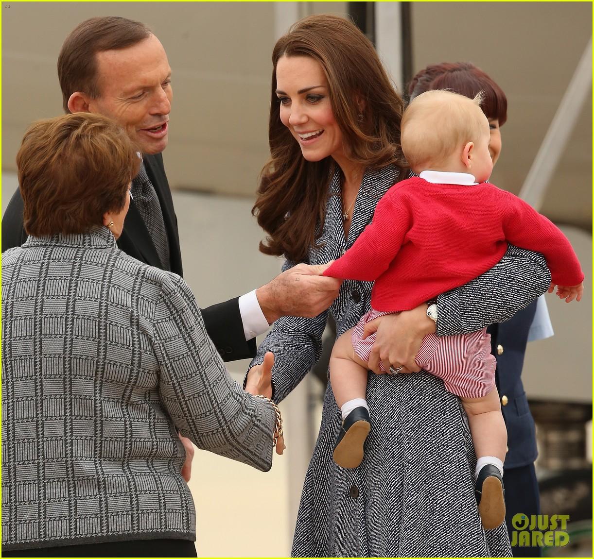 kate middleton prince william prince george say goodbye to australia 233098869