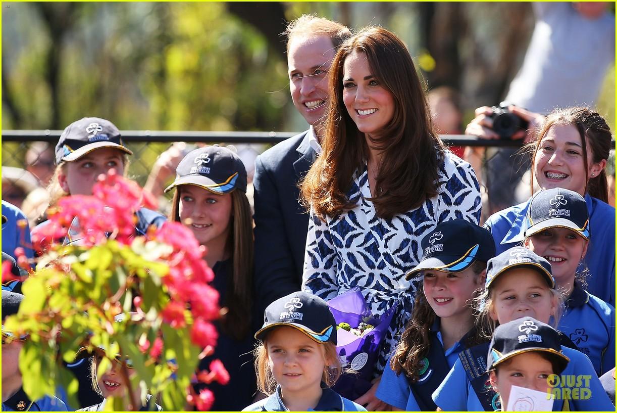 kate middleton prince william plant tree in australia 04