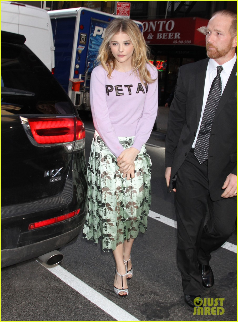 chloe moretz pretty as a petal for today show appearance 03