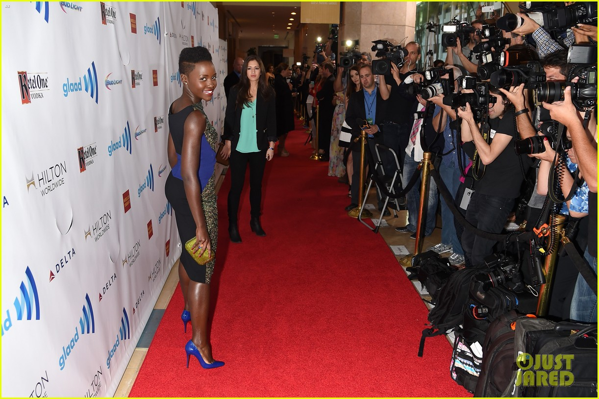 lupita nyongo attends first awards show since the oscars 07