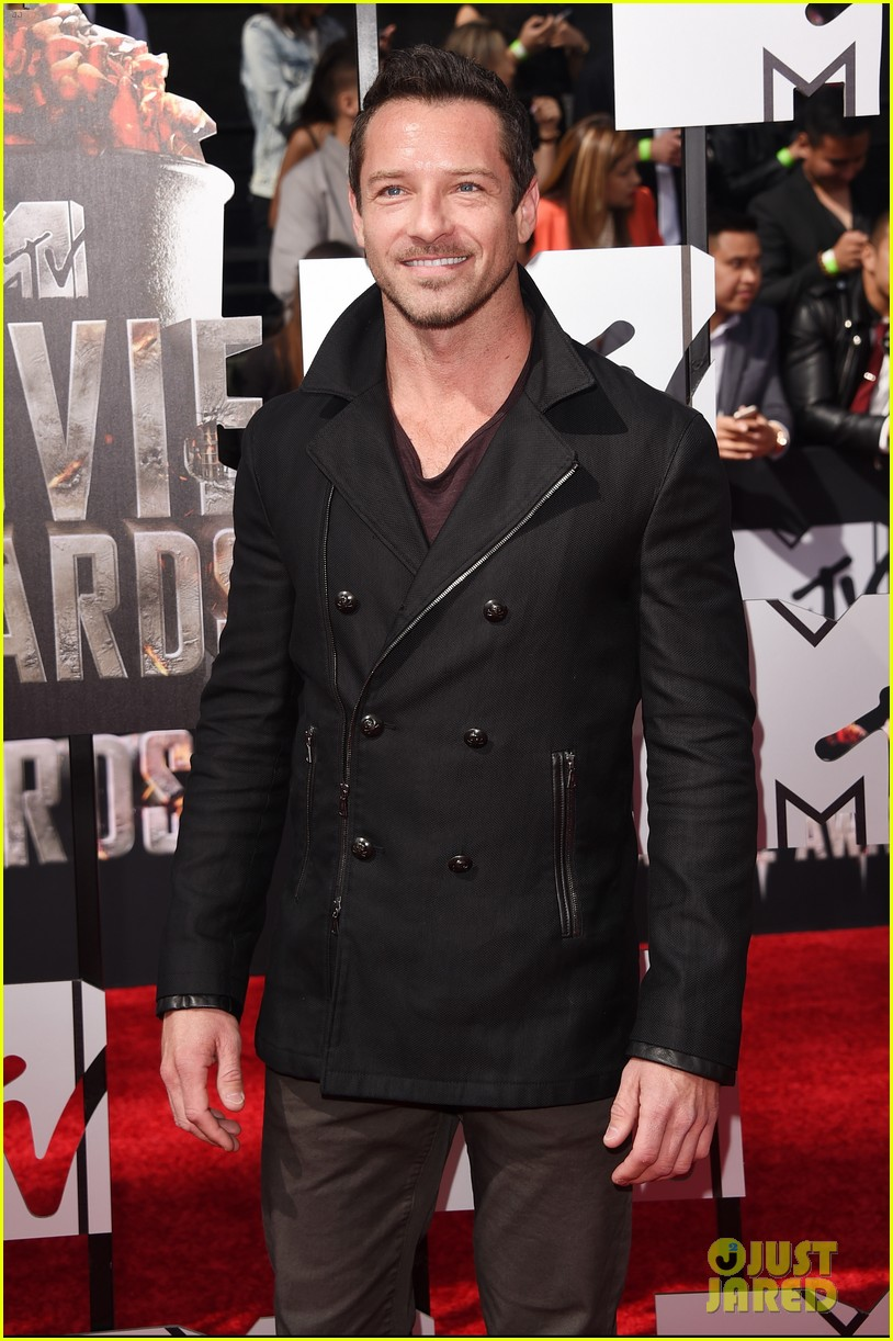 dylan obrien tyler hoechlin mtv movie awards 2014 083091125