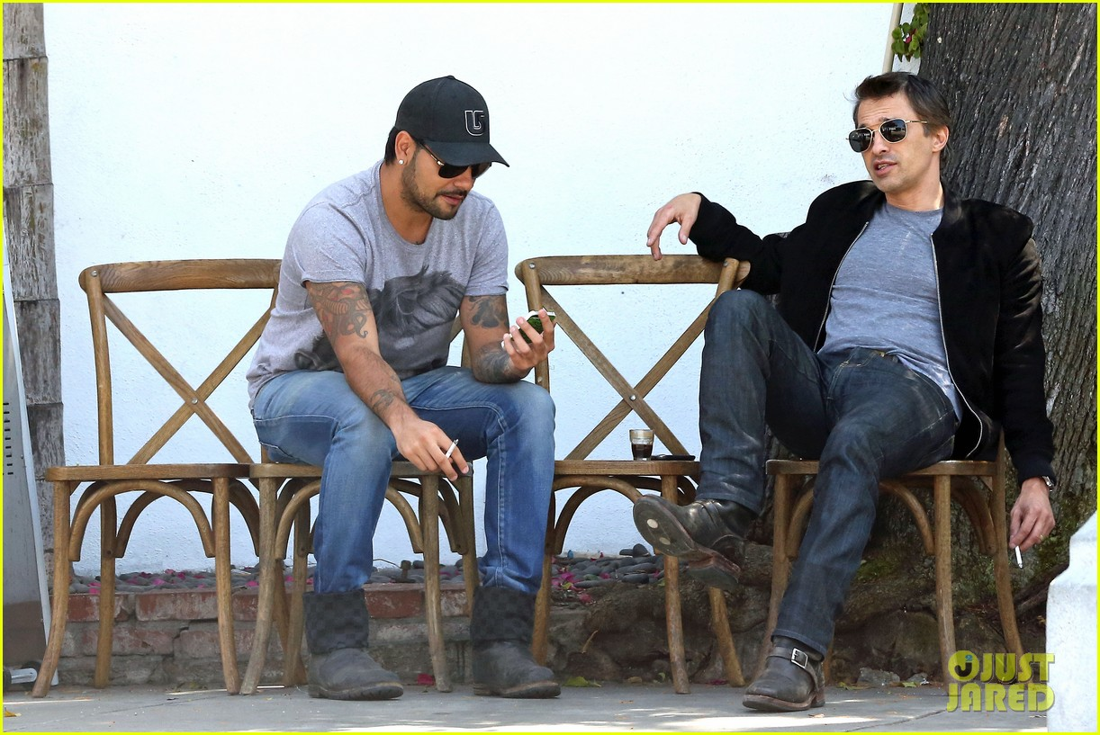 olivier martinez gets in some guy time with eduardo cruz 03