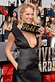 rita ora rocks plunging neckline at mtv movie awards 2014 06