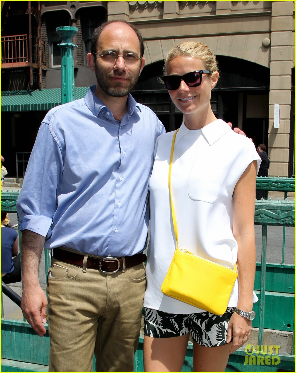 gwyneth paltrow makes it just in time for paris photo la day 3 06