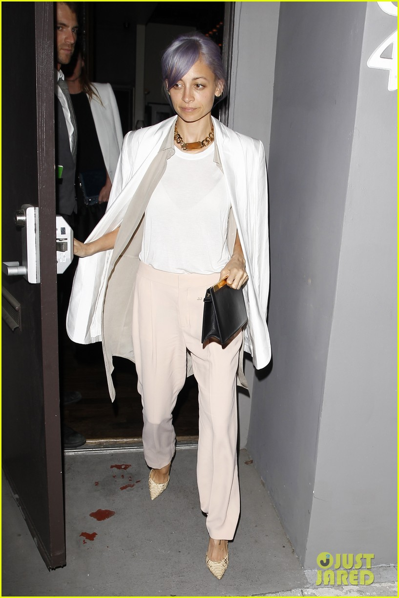 gwyneth paltrow meets up with gwen stefani nicole richie at crossroads for dinner 15