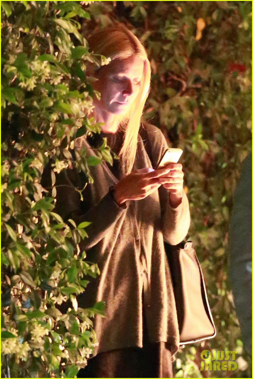 gwyneth paltrow goes makeup free after chris martin takes blame for split 223102430