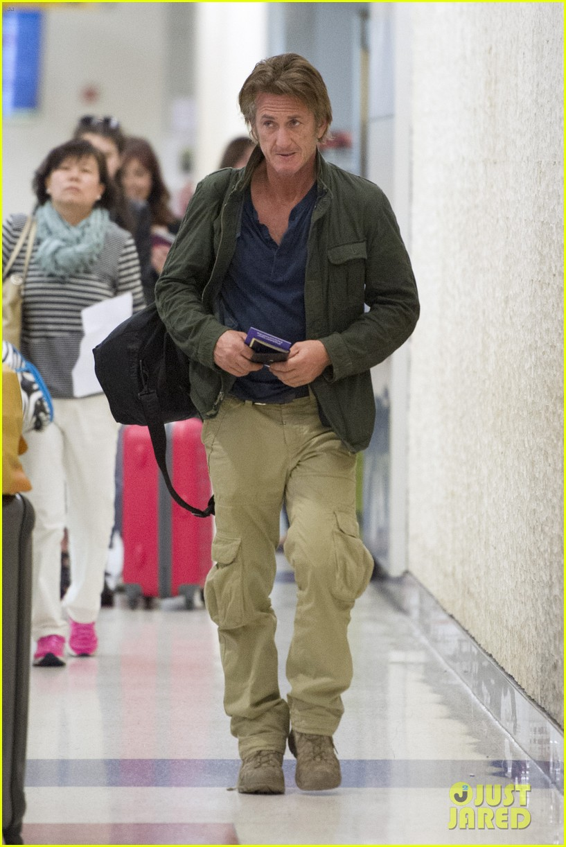 sean penn takes flight after exciting new movie news 02