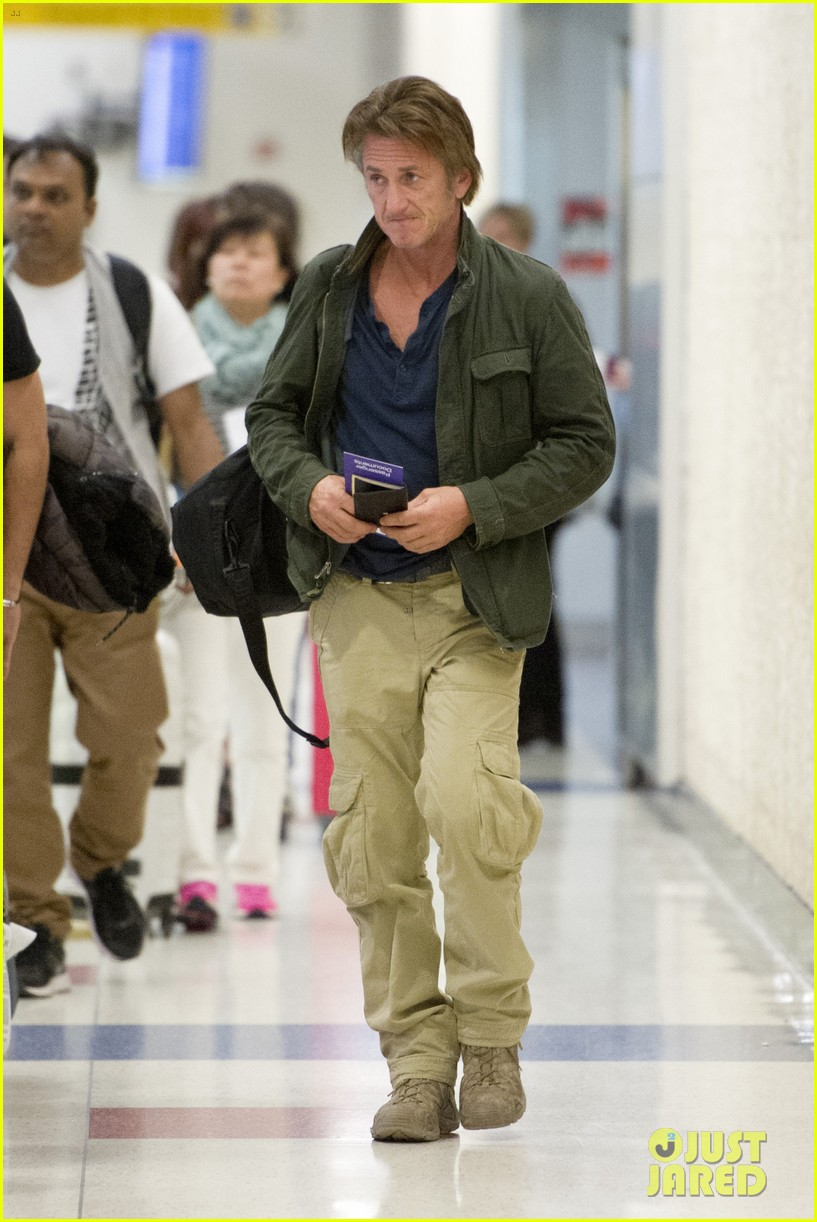 sean penn takes flight after exciting new movie news 03