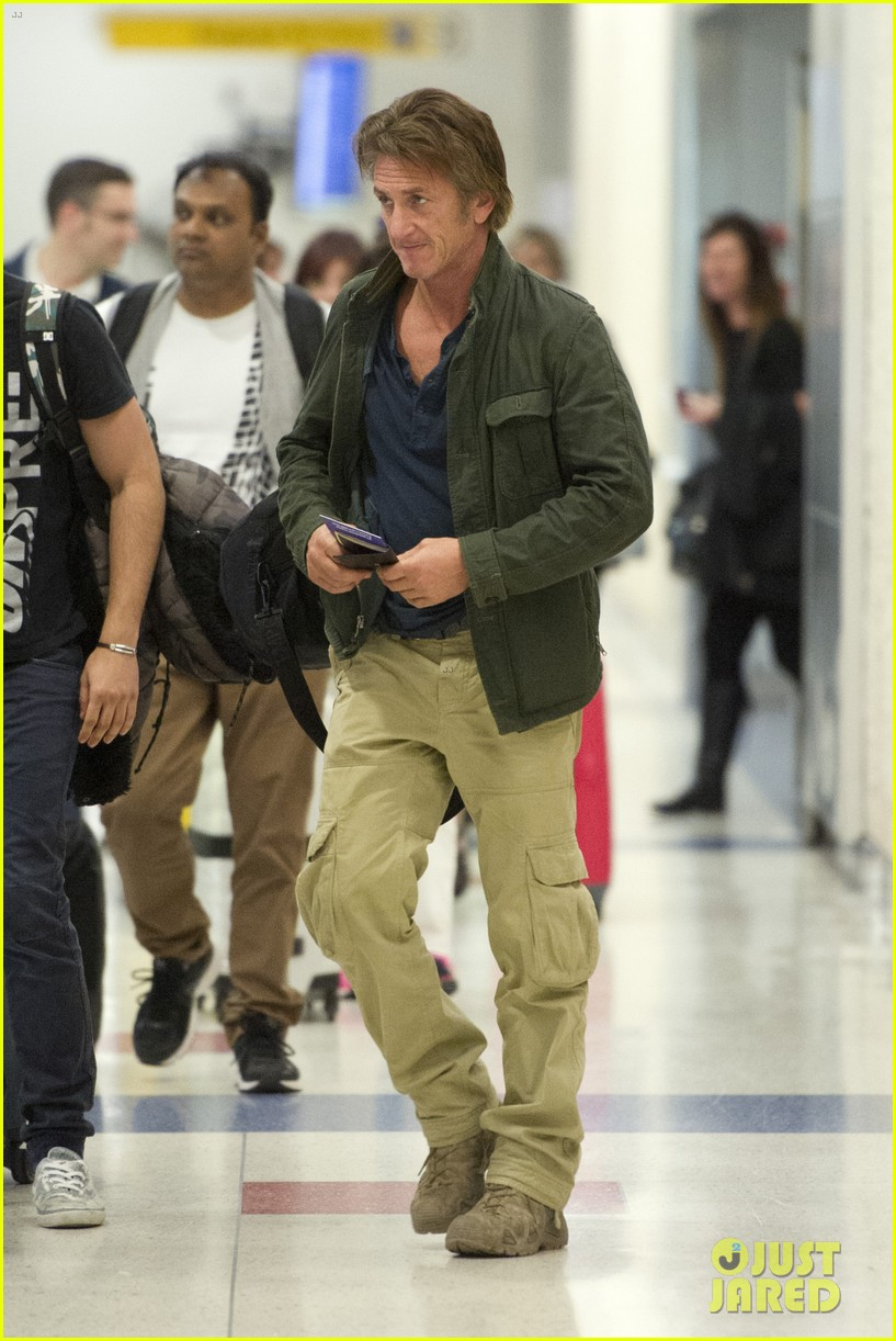 sean penn takes flight after exciting new movie news 04