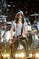 band perry performs chainsaw at acm awards 2014 08