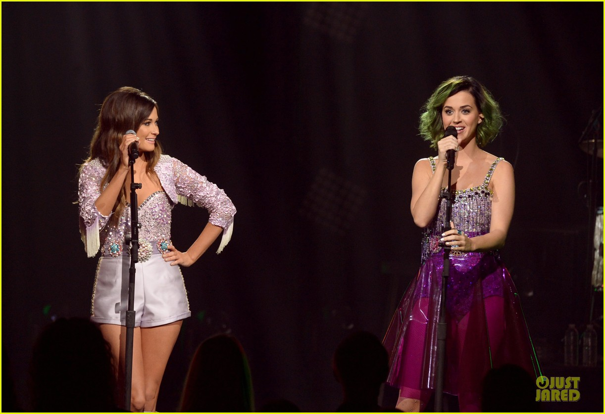 katy perry kacey musgraves performing at cmt crossroads 043095099