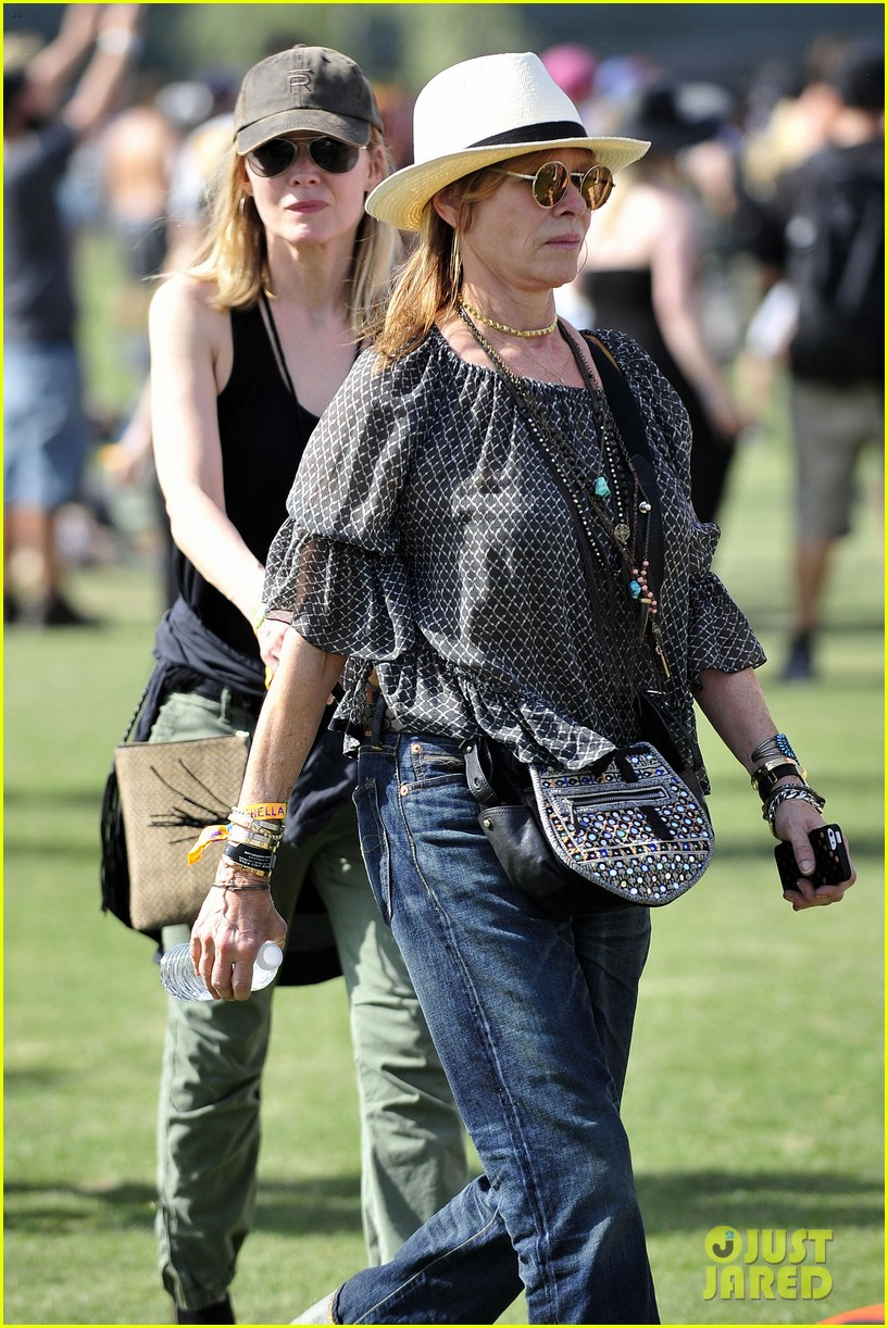 michelle pfeiffer melanie griffith moms coachella 09