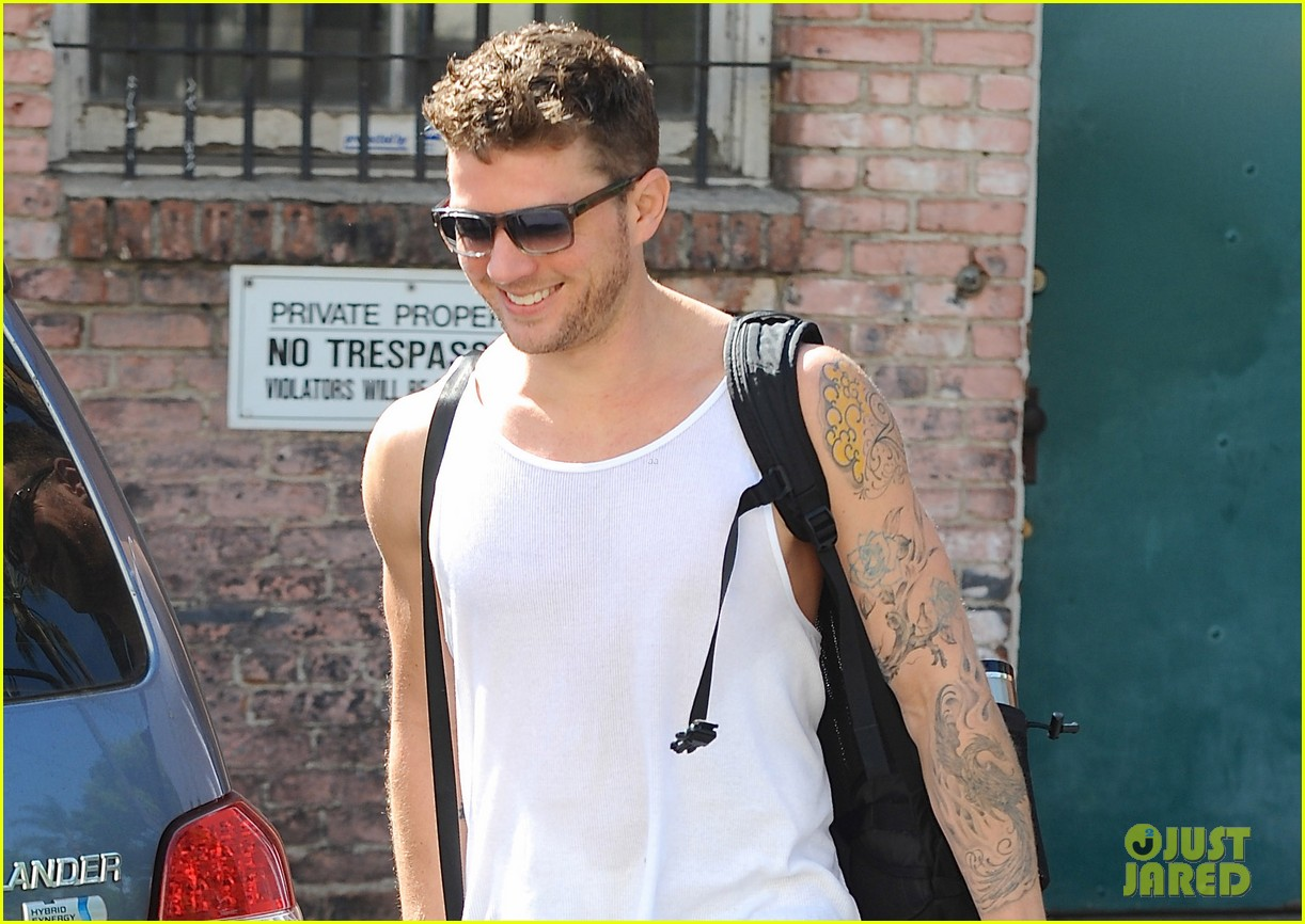 ryan phillippe puts his tattooed biceps on display after workout 023096683
